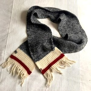 Roots Cabin Wool Scarf